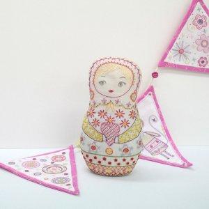 画像1: (by00550)中級者向け 刺繍キット フランス製 マトリョーシカ ぬいぐるみ ししゅう